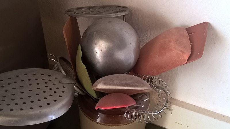 Vergesvindel og fiktiv fakturering - mors kjøkkenutstyr erstattet med gammelt