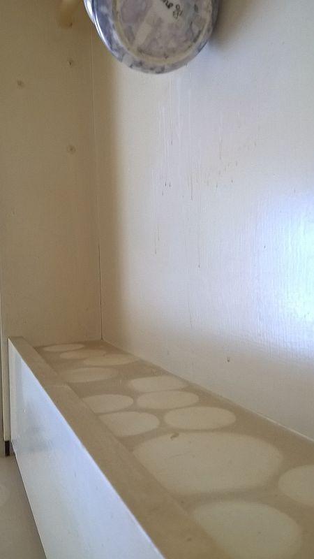 Etter-rydd-og-vask_-kjøkkenhylle